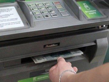 Банкомат выдал больше денег — можно ли их не возвращать?