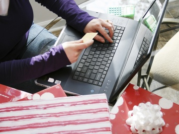 Как выбрать карту, чтобы оплачивать онлайн-покупки?