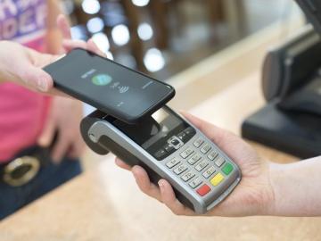 Какую банковскую карту можно привязать к телефону для оплаты через NFС?