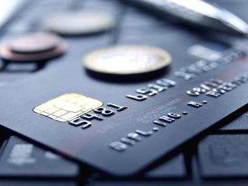 Сколько стоит обслуживание кредитной карты?